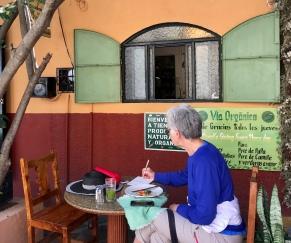 fröhliche Rentner und hippe Cafés