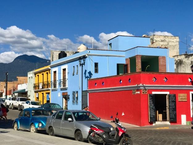 bunte Häuser in Oaxaca
